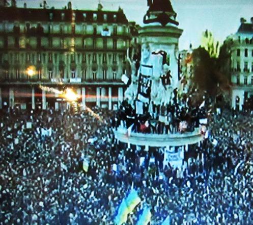 בפגנת המיליונים בפאריז: נוהרים לימין הקיצוני