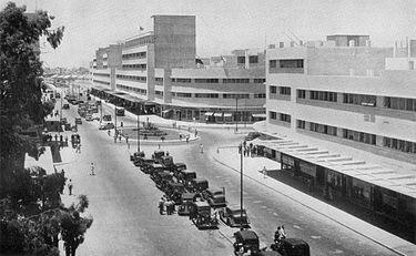 דרך המלכים בחיפה לאורך הנמל, 1938: יהודים רבים פתחו כאן עסקים (הצילום מהוויקיפדיה)
