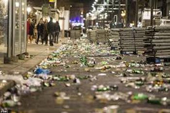 רחוב בעיר באנגליה אחרי מסיבות השנה החדשה