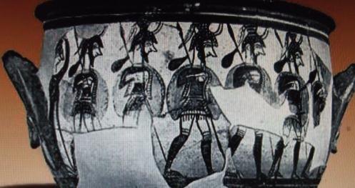 """חיילים מיקניים, ומצחות לשוקיהם. התרבות המיקנית נעלמה במאה ה-11 לפנסה""""נ, וקדרות מיקנית נמצאה בכנען ובאתי הפלישתים (מתוך הוויקיפדיה)"""